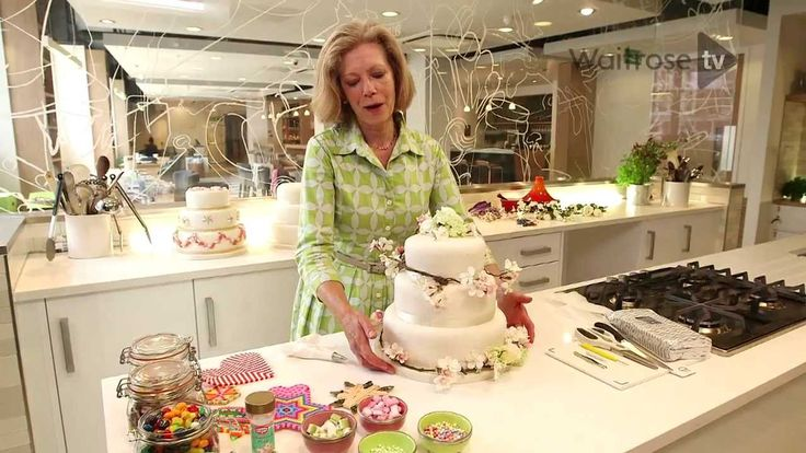 Fiona Cairns - how to decorate your own wedding cake - Waitrose