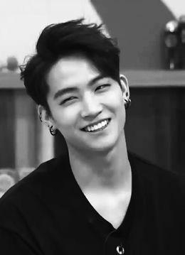 Jaebum e seu lindo sorriso ♡