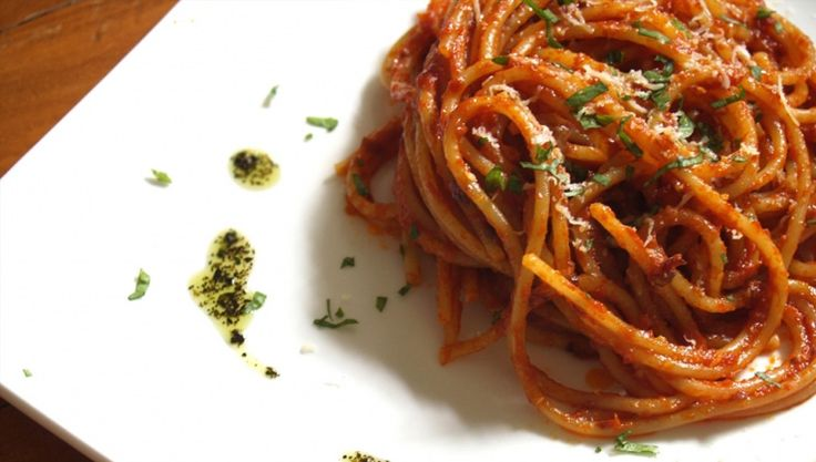 Spagetti csipős paradicsomos szósszal - Spagetti allarrabbiata - http://dynamit.hu/spagetti-csipos-paradicsomos-szosszal-spagetti-allarrabbiata/