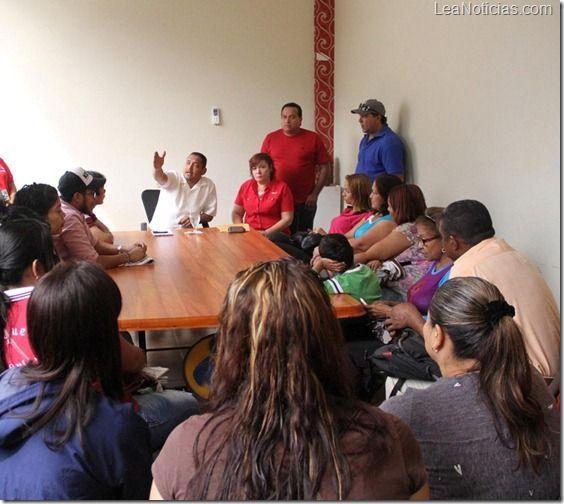 Alcalde de Maturín le dará asesoría jurídica a los mini empresarios - http://www.leanoticias.com/2012/12/11/alcalde-de-maturin-le-dara-asesoria-juridica-a-los-mini-empresarios/