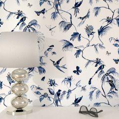 Optez pour le chic intemporel avec cet intissé FOGLIA !  Des oiseaux, des feuillages et des insectes exotiques ornent votre intérieur. Le dessin aquarellé d'un bleu profond ajoute une note très artistique à votre déco. Majestueuse et raffinée, la nature crée chez vous une ambiance très élégante.