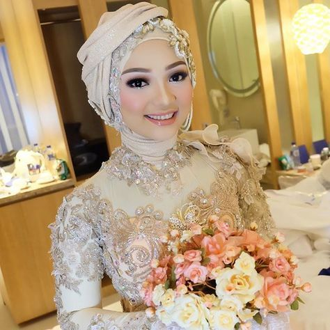she looks so pwitiiiyyyyy Maya wedding reception #hijabstyle by @careenaeffendy