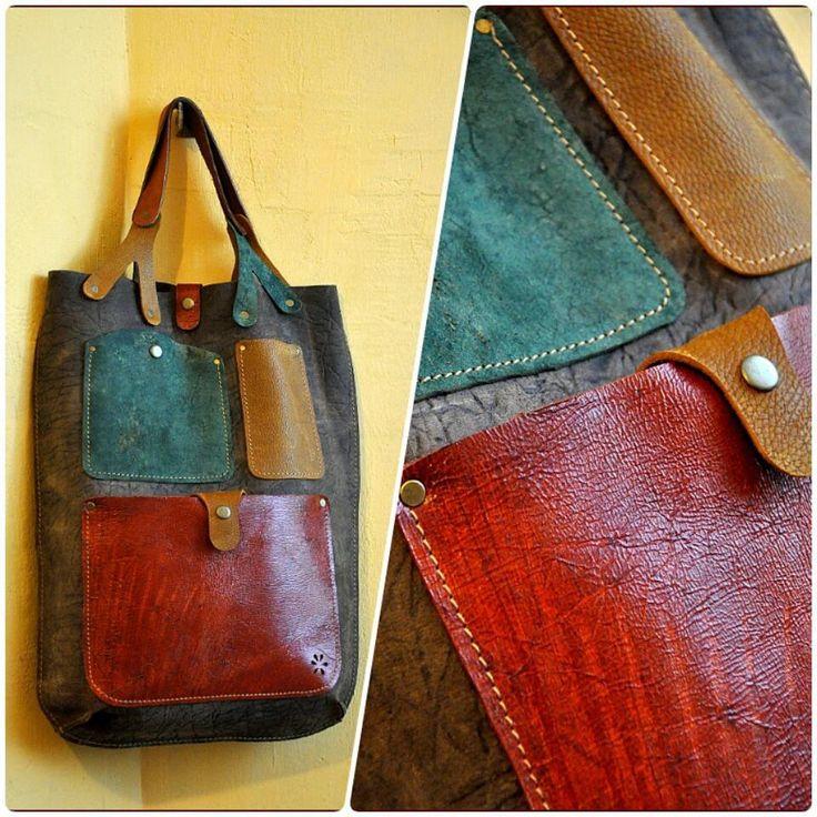 """Кармашки  Элегантная сумка на каждый день, продолжающая серию """"2013""""  Размеры 35 х 55  Сумка продана. Сделаю похожую на заказ (точное повторение невозможно) Возможен вариант в других цветах  #Кожаная_женская_сумка #женские_дизайнерские_сумки #необычные_сумки #авторские_сумки #сумки_ручной_работы #handmade_bags #woman_leather_bags"""