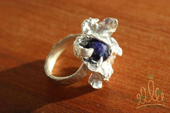 ... pra começar bem o mês de SETEMBRO anel RAÍZES em prata com safira de um azul extraordinário exalando criatividade modernidade e nobreza. #asjoiasdarainha #anel #ring #anillo #safira #sapphire #zafiro #pedradomês #pedradesetembro #setembro #joiadomês #tradição #joiasdacoroa #joiasemsafira #prataesafira #platayzafiro #sterlingsilverandsapphire #preciousstone #eufizsuasjoias #joiascomsignificado #fashionjewellery #design #joiadeautor #joya #joiabrasileira #brazilianjewellery #trend…