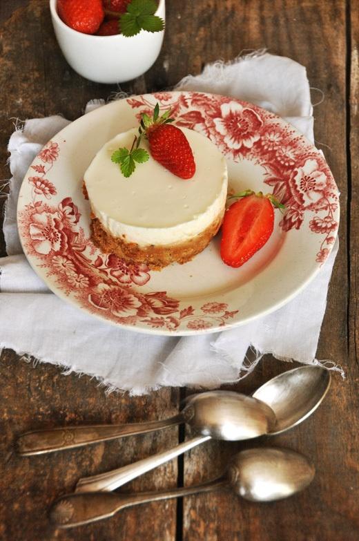 Lemon cheesecake with strawberries