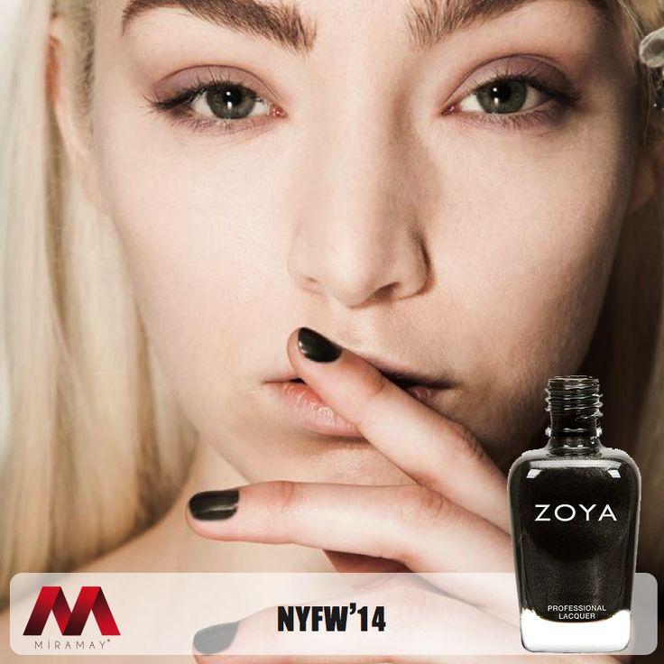 New York Moda Haftası'nda dünya podyumlarının modası Zoya ojeler, ünlü modacı Timo Weiland'ın kreasyonuna renk kattı.