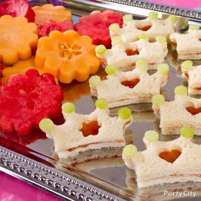 Princess crown sandwiches. Perfect for birthday parties! Check out our other kids party food ideas too: secure.zeald.com/...