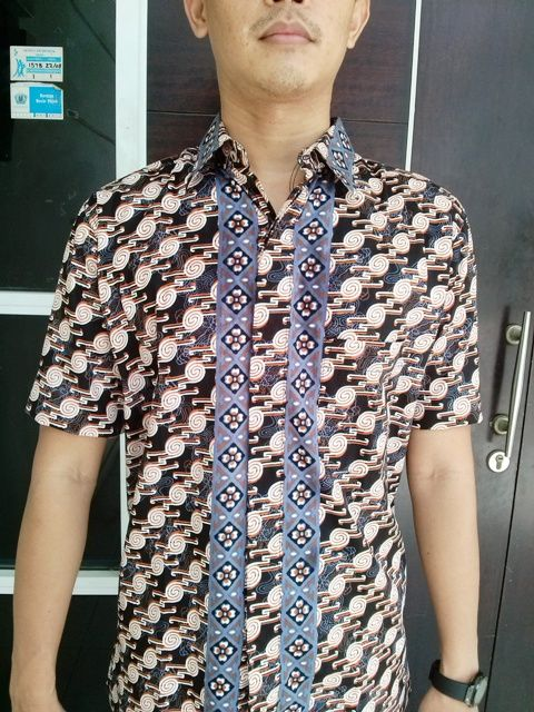 Koleksi batik katun pria asal daerah Pekalongan