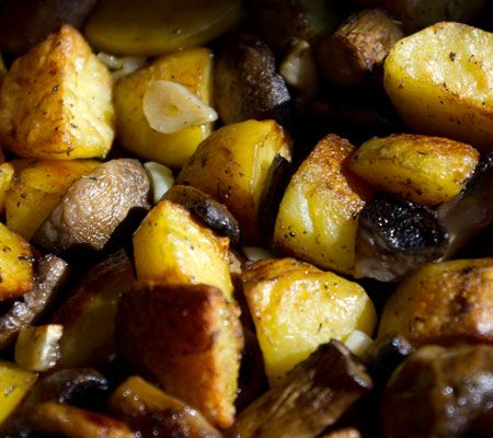 http://costachel.ro/wp-content/uploads/Cartofi-la-cuptor-cu-ciuperci-si-usturoi.jpg