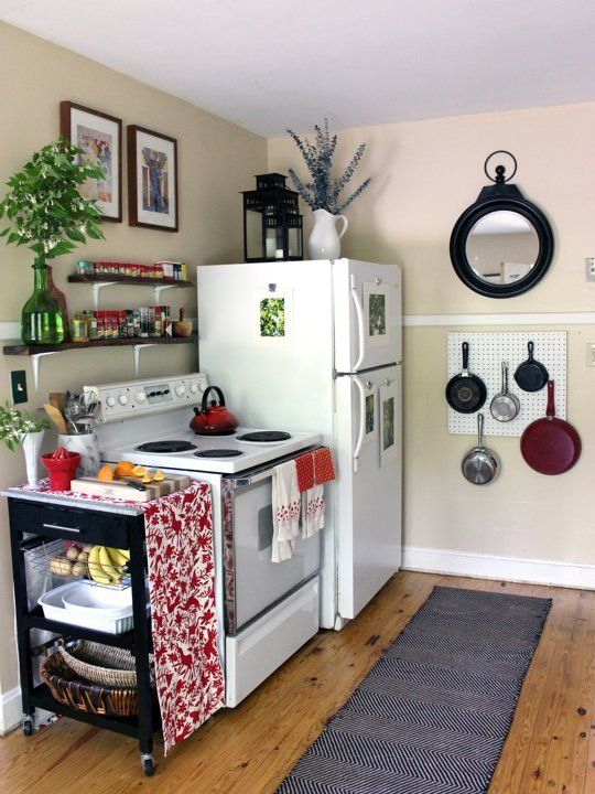 Best 25 small apartment kitchen ideas on pinterest for Tiny apartment kitchen solutions