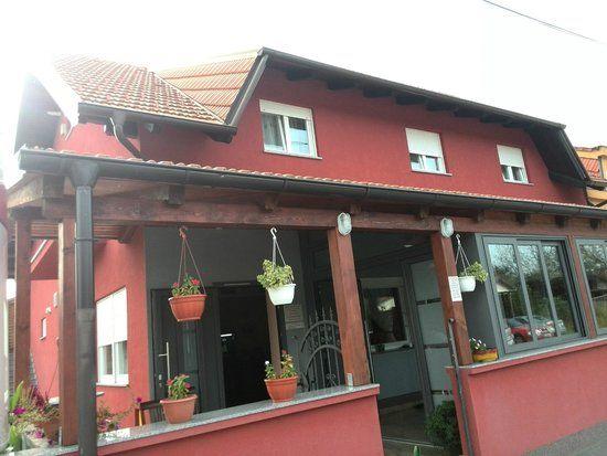 Entrance torestaurant