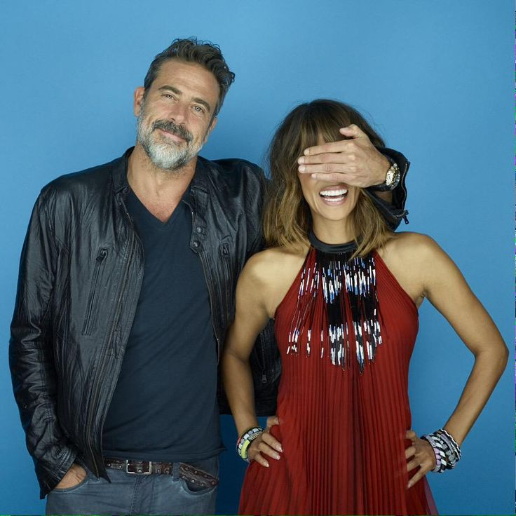 .@Extant_CBS stars Jeffrey Dean Morgan and Halle Berry in our #EWComicCon portrait studio!