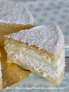 Torta Paradiso versione Fredda: -100g di cioccolato bianco Per la farcia - 180g di latte condensato - 250g di panna montata Per la base - 3 uova - 75g di zucchero - 80g di farina -vanillina Per finire -zucchero a velo