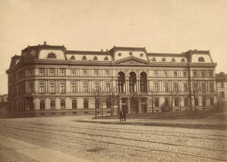 Pałac Kronenberga od ulicy Królewskiej (z tyłu Ogród Saski)