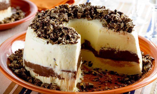 Receita de Bolo de sorvete com brigadeiro - Sorvete - Dificuldade: Fácil - Calorias: 539 por porção