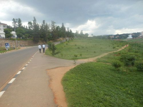Un grand terrain à usage commercial à vendre à Kigali Two Large and Interesting Plots for Sale in Kigali - Kimihurura Location : District of Gasabo, Sector of Kimihurura, Cell of Kimihurura , at main road Just at very short distance from Kigali...