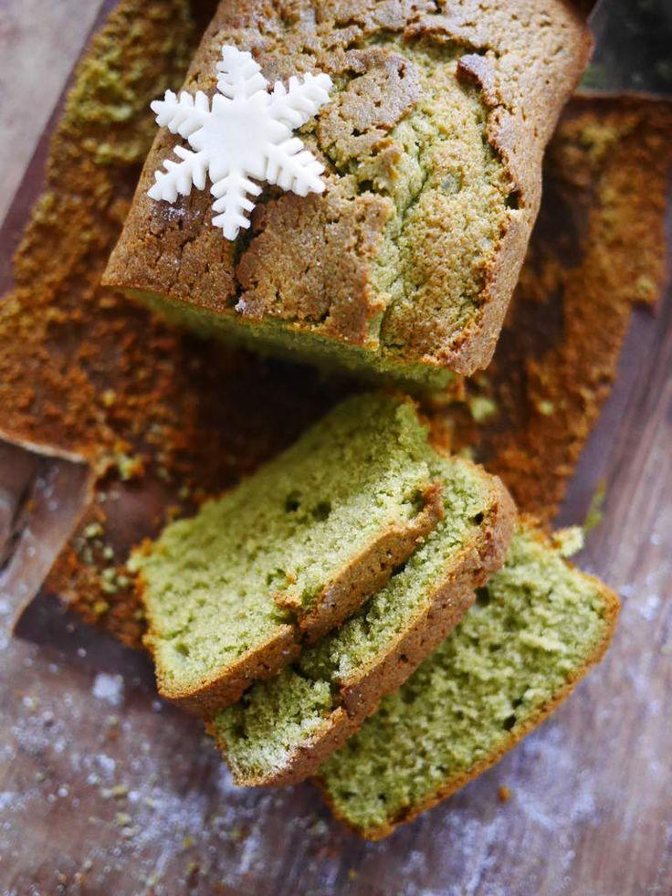 J'adore le goût subtil et un peu végétal du thé Matcha, j'aime aussi beaucoup sa jolie couleur verte, c'est d'ailleurs le seul ingrédient vert que je consomme dans le sucré il me semble ! Ici j'ai réalisé 2 petits cakes bien moelleux avec les moules Wilton...