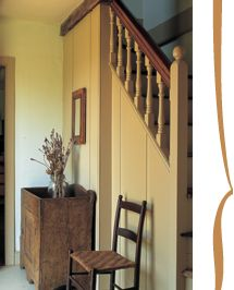 Beautiful FARMHOUSE U2013 INTERIOR U2013 Early American Decor Inside This Vintage Farmhouse  Seems Perfect, Like These Early American Stairways, Paneled Room,  Fireplaces, ...