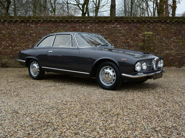 Alfa Romeo 2600 Sprint Swiss car, original colorscheme | Gallery Aaldering