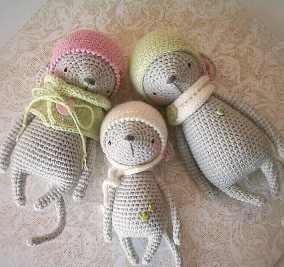 Crochet pattern for mouse (only for the large mouse in the green cap)  - pdf-file / 12 pages  - only instruction, without photo  - english/russian language  - size 17 cm (if using sport weight yarn and 1,6 mm crochet hook)