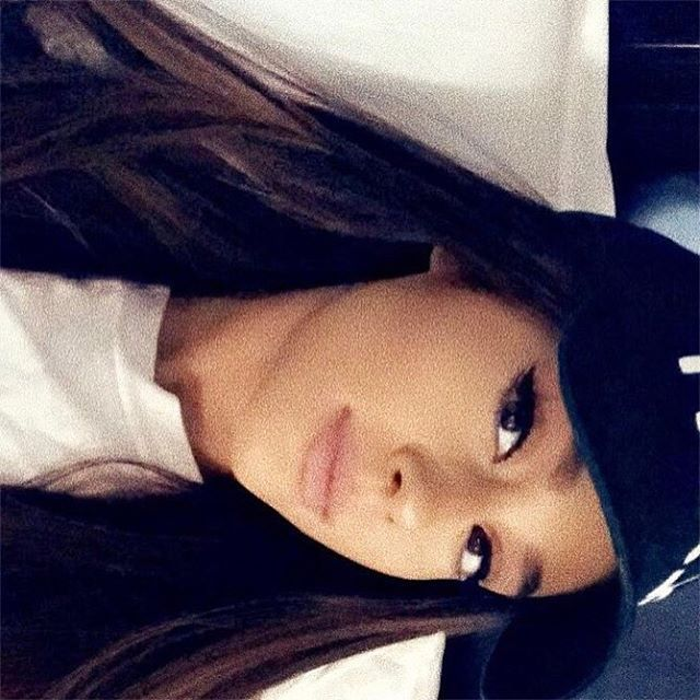 "1.6 mi curtidas, 15.3 mil comentários - Ariana Grande (@arianagrande) no Instagram: "" ♡ """
