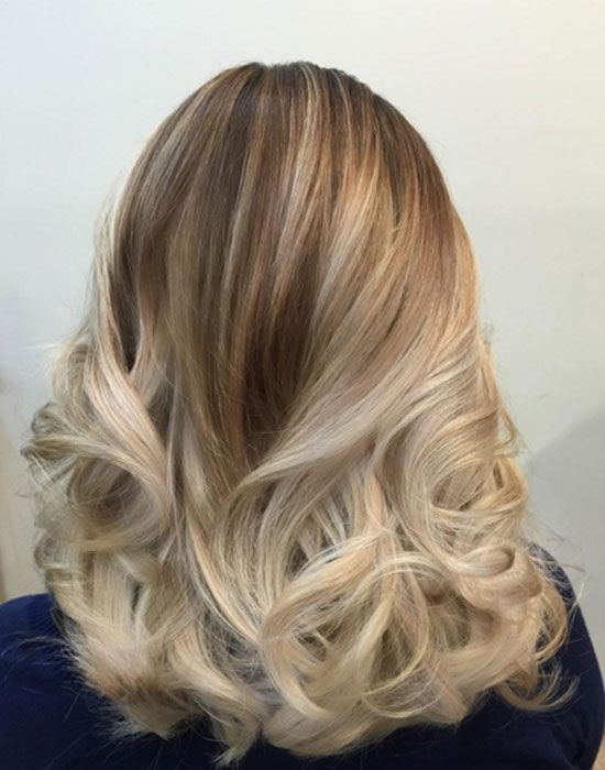 un balayage blond et platine colorationblonde teinture cheveux blond balayage - Coloration Meche Blonde