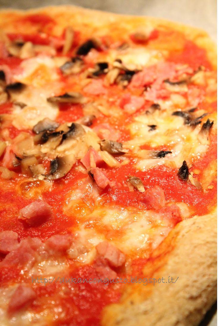 Vi assicuro che non è come la vera pizza ma è quella che la sostituisce meglio…tra quelle cucinate fin ora almeno.          Dosi per 1 pi...