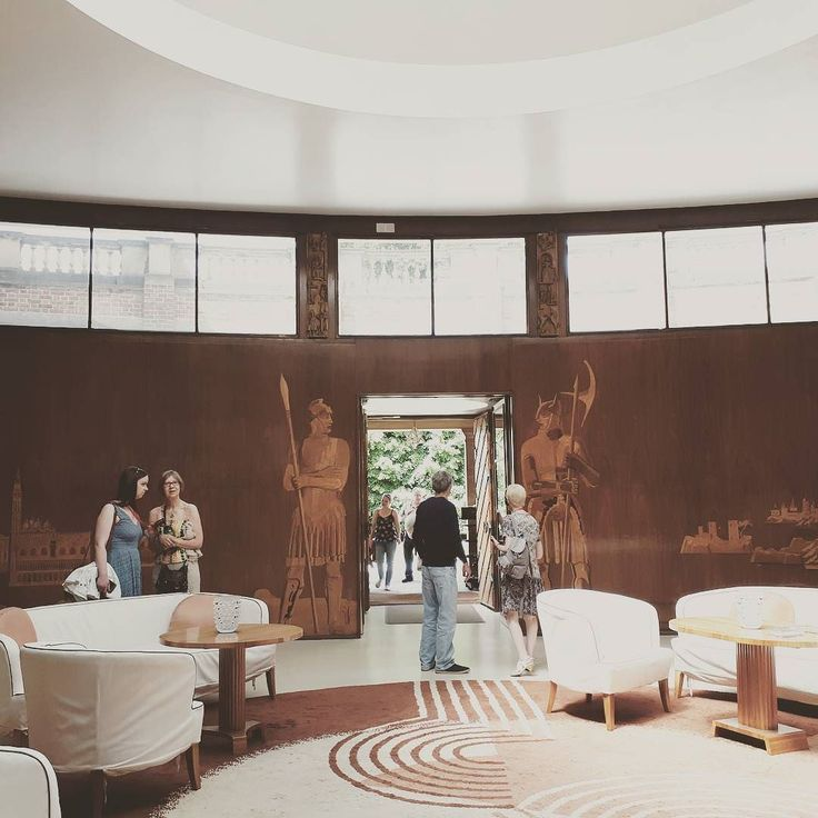 Ticking off another Bucket Lust item.  I've wanted to visit Eltham Palace for such a long time.  I tell you.  I wasn't disappointed. :) #elthampalace #bucketlist #artdeco #architecture #sundayfun