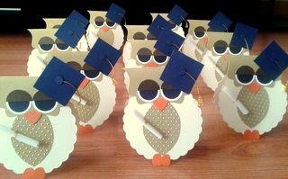 Estas hermosas tarjetas de agradecimiento y/o recordatorio de graduación, pueden decorar muy delicadamente la mesa principal en tu celebraciónde Grado http://www.facebook.com/crpentinas