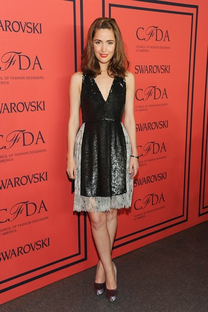 Rose Byrne in a Thakoon dress, Salvatore Ferragamo heels and Rona Pfeiffer jewellery.