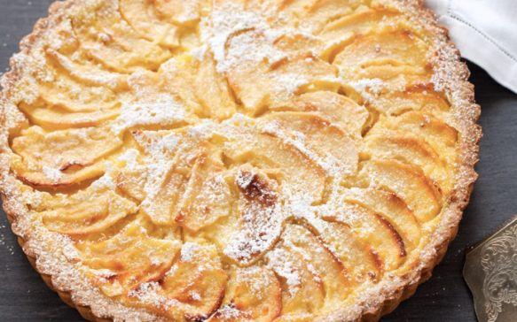 Tra le ricette per fare la torta di mele la ricetta della crostata di mele con la crema