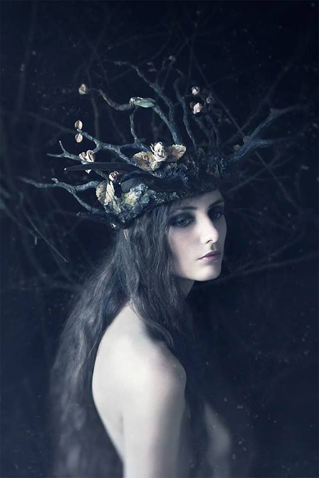 Winter crown Photography by Daria Endresen Sculpted Headdress: Candice Angélini Model: Lizzie St Septembre