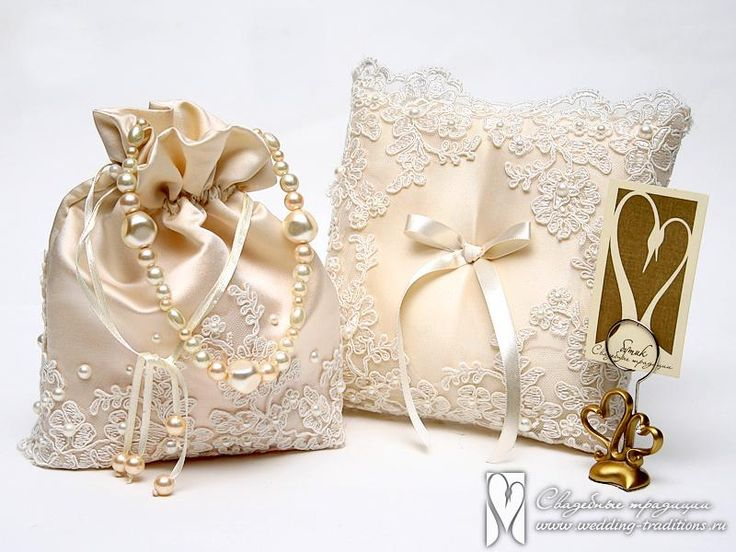 Сумочка для невесты и подушка для колец