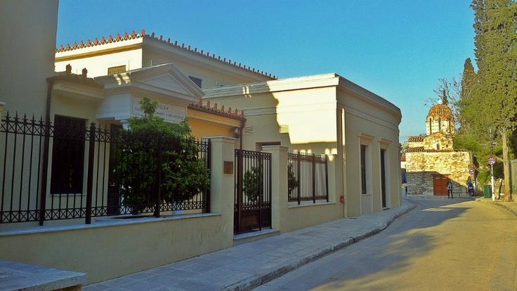 Kanellopoulos Museum and Metamorfosi tou Sotiros Church in the background. (Walking Athens - Route 04 / Plaka)