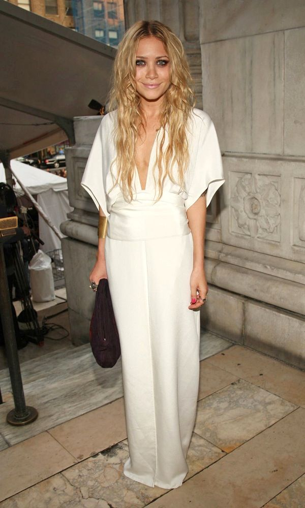Olsens Anonymous Blog Mary Kate Olsen 13 Wedding Dress Ideas From The Olsen Twins Maxi Kimono Gown photo Olsens-Anonymous-Blog-Mary-Kate-Olsen-13-Wedding-Dress-Ideas-From-The-Olsen-Twins-Maxi-Kimono-Gown-1.jpg