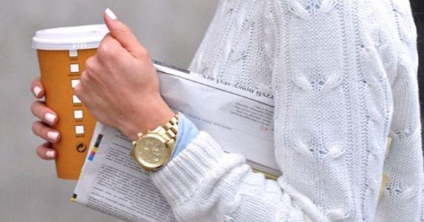 Deze trend is al veel gespot zowel bij celebs als op de catwalk. Eerst werd witte nagellak alleen gebruikt voor het witte randje bij de French Manicure, maar nu lakken we onze hele nagel ermee. Het kost wel wat meer tijd omdat wit wat minder dekkend is. Probeer dus 2 of 3 laagjes over elkaar te lakken en  zorg ervoor dat je nagels niet te lang zijn met witte nagellak. Dit geeft namelijk een minder mooi effect. # tip van: followfashion