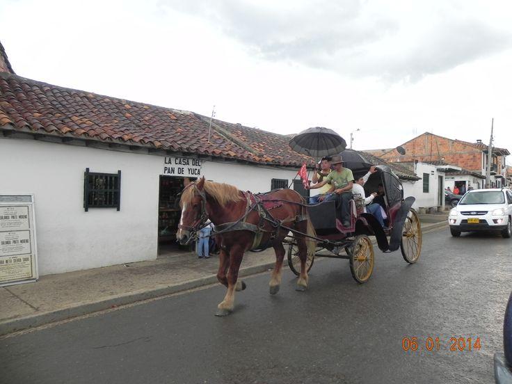 Colombia tierra querida. Villa de Leyva, Boyacá. Tarde lluviosa.