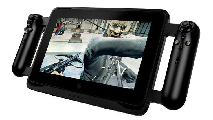 Hace un año los chicos de Razer presentaron un proyecto llamado Project Fiona, cuya idea era desarrollar una tablet ideal para los gamers en PC. Finalmente, de proyecto pasó a ser una realidad, ya que en esta CES han presentado Razer Edge, un dispositivo que es sencillamente espectacular.