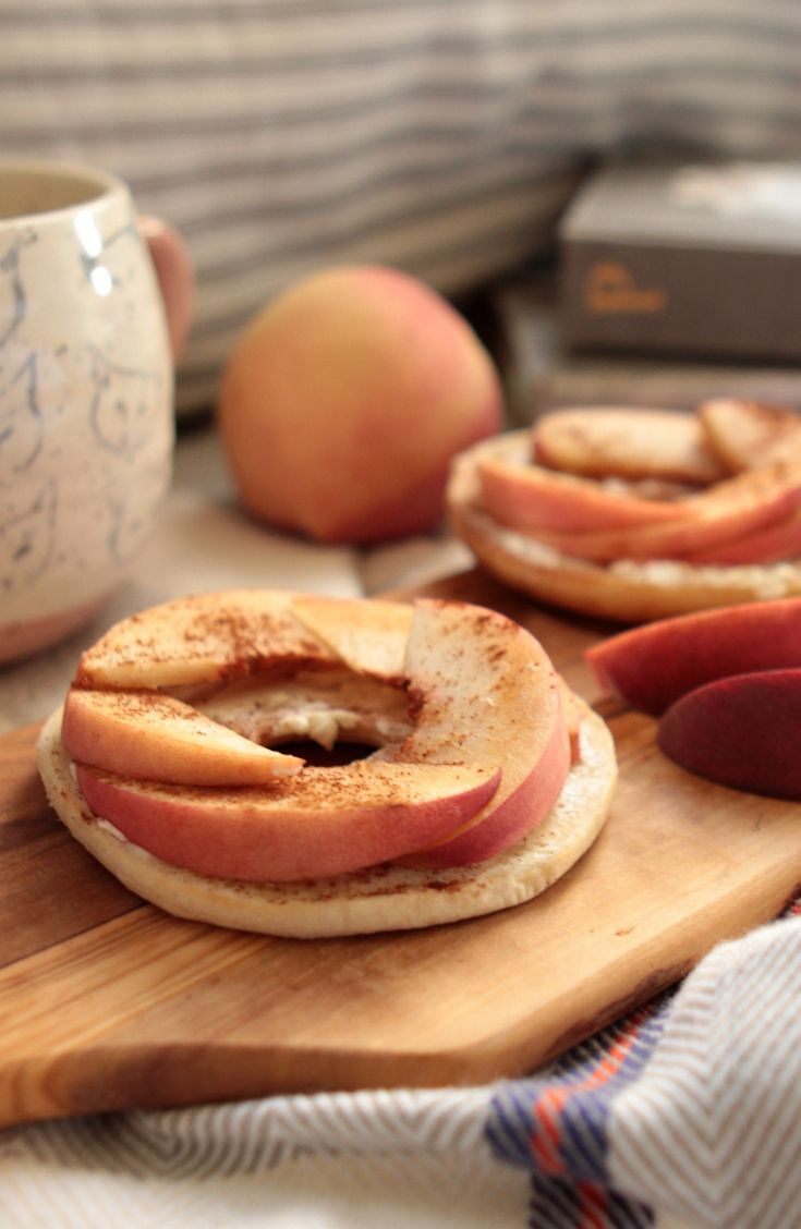 Peaches n' Cinnamon Bagel Thins Bagel: Go light on calories, but heavy on flavor with freshly sliced peaches and a sprinkle of cinnamon on a Thomas' Bagel Thins bagel.