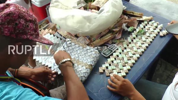 Venezuela crisis - When the money is no longer important things in life, some people making money by create Handbag made of real money.