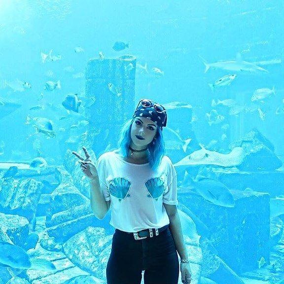 Our mermaid babe @sophiehannahrichardson is looking at home in @atlantisthepalm wearing @brandattic 🐚🐬 #fashionblogger #mermaid #bluehair #influencer #influencermarketing #aquarium