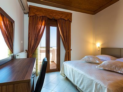 Rethymno villa rental - Double bedroom with access to the balcony.