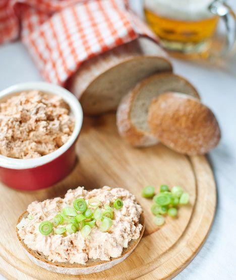 Čerstvý chléb, vychlazené pivo a pikantní zrající sýr? Za nás ideální rychlá večeře!; Greta Blumajerová