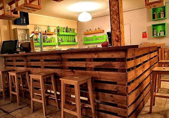 578491 10151950793661554 56416602 n Kafeneio Maxilari Limassol Cyprus in pallets store pallets architecture  with pallet bar