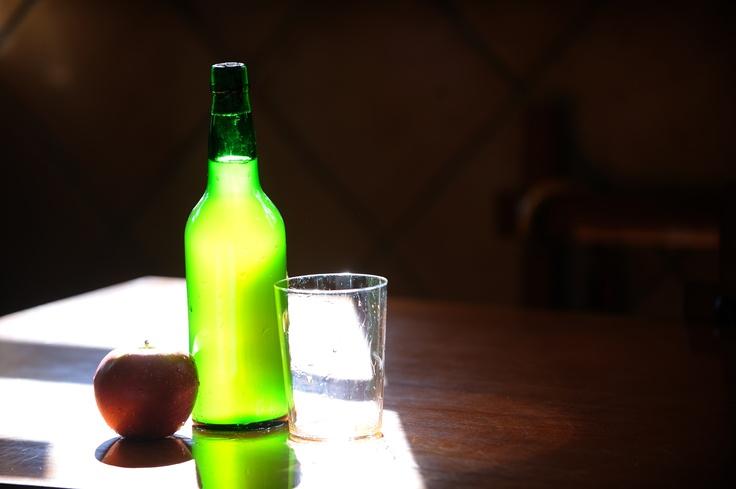 La sidra, para degustar y un vaso para compartir una tradición de #Asturias España // The cider, to taste and a glass to share a tradition of #Asturias Spain