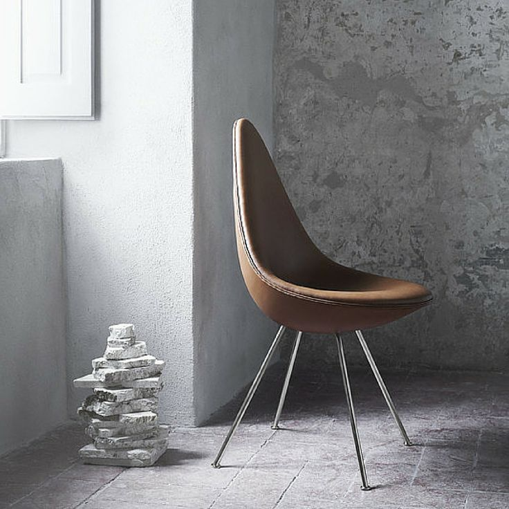 Arne Jacobsen Drop Chair in Elegance Walnut Leather | Fritz Hansen