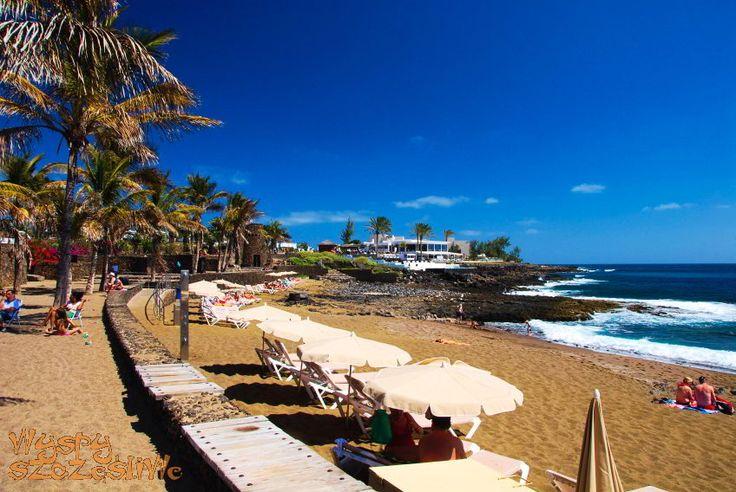 Playa Bastian w Costa Teguise na Lanzarote