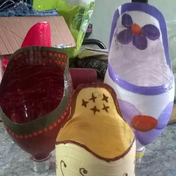 Macetas pintadas . Reciclado de botellas.