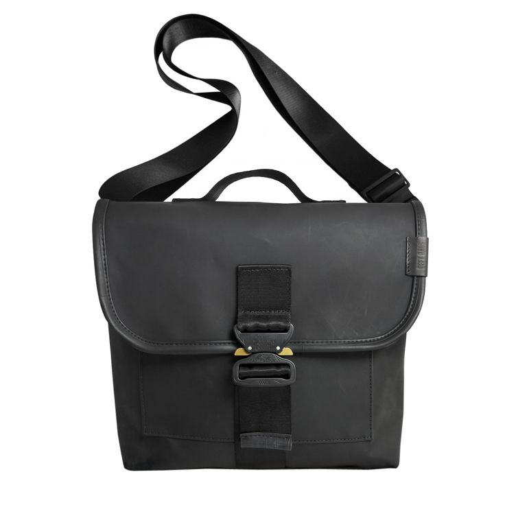 http://www.defybags.com/square/