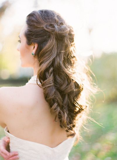 Long curly bridal hair: http://www.stylemepretty.com/little-black-book-blog/2013/02/15/winter-wedding-inspiration-from-arielle-doneson-photography/ | Photography: Arielle Doneson - http://www.ariellephoto.com/